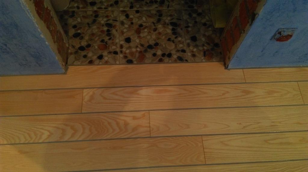 Герметизация доски на подогреваемых полах и примыканий к стенам и плитке